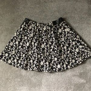 Junior's Skirt- Size M